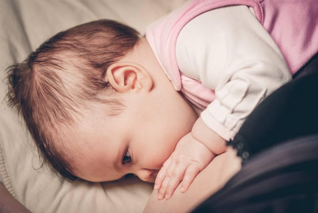 Как уложить ребенка спать без грудного кормления