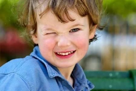 Нервные тики у детей: симптомы и лечение
