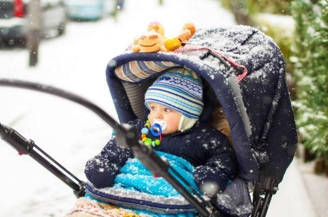 С какого возраста можно гулять с новорожденным?
