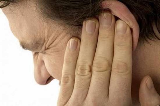 Что делать, если при насморке у ребенка болит ухо от соплей