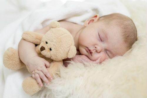 Почему новорожденный много спит и мало ест
