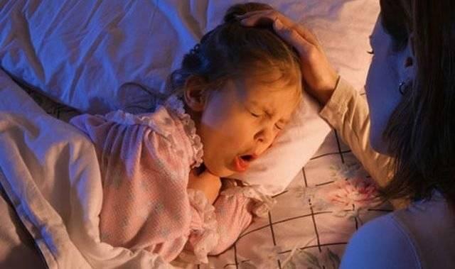 Как остановить сухой навязчивый кашель ночью у ребенка: лечение приступов