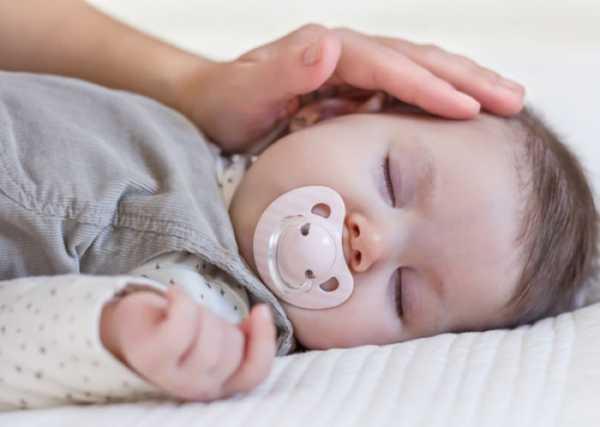 Нужно ли приучать малыша к пустышке или лучше без неё?