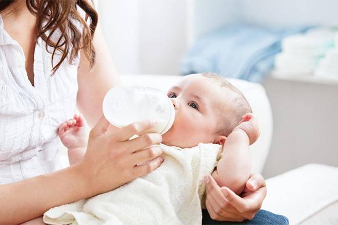 Смеси от запоров и коликов для новорожденных: какое питание лучше выбрать?