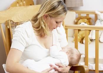 Что делать, если ребенок не берет грудь, психует и плачет