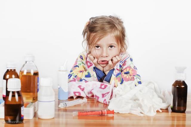 У ребенка сопли и ухо болит что делать