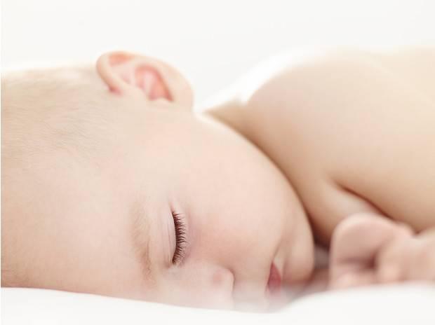 Сколько часов должен спать 1-месячный ребенок ночью и днем?
