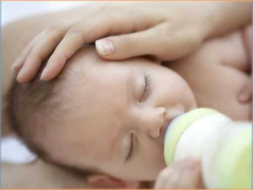 Режим кормления ребенка до года: количество приемов пищи и нормы еды по месяцам