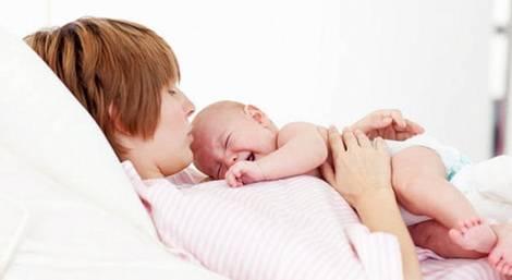 Запоры у новорожденных при вскармливании