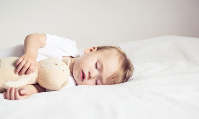 Как усыпить ребенка за минуту: способы для новорожденного и грудничка