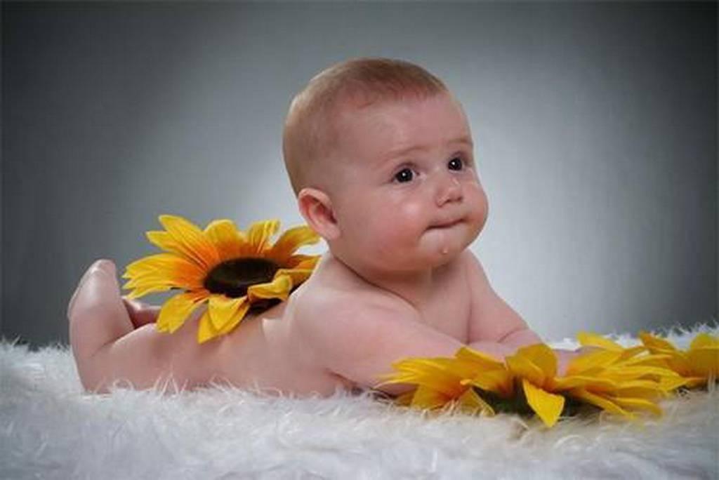 Когда ребёнок начинает улыбаться осознанно?