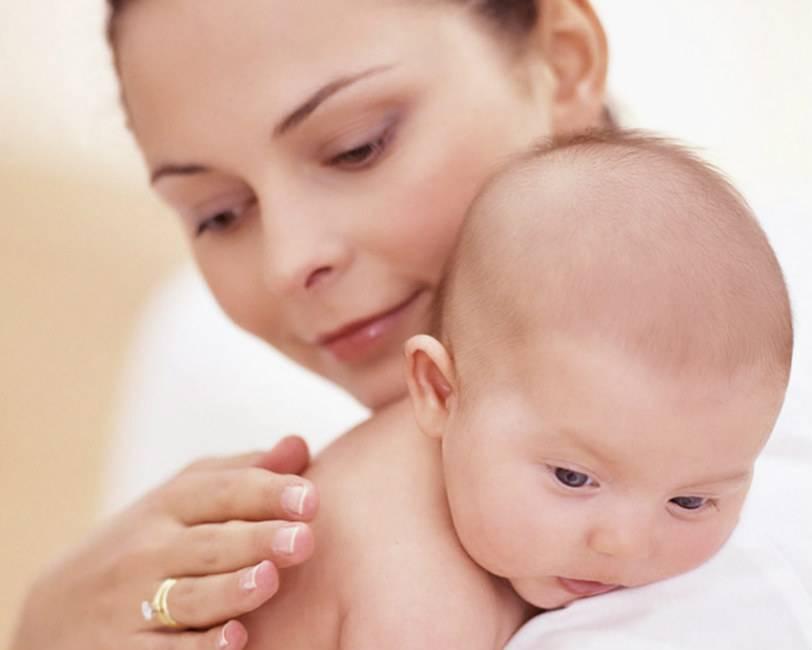 Срыгивания у грудничка. ребенок срыгивает после кормления