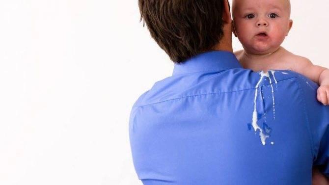 Причины и лечение срыгивания фонтаном у ребенка