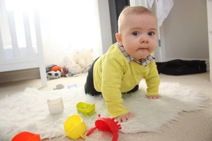 Как научить ребенка ходить без поддержки самостоятельно