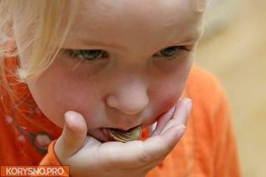 Если ребенок что-то проглотил. ребенок проглотил монету, игрушку, батарейку - первая помощь