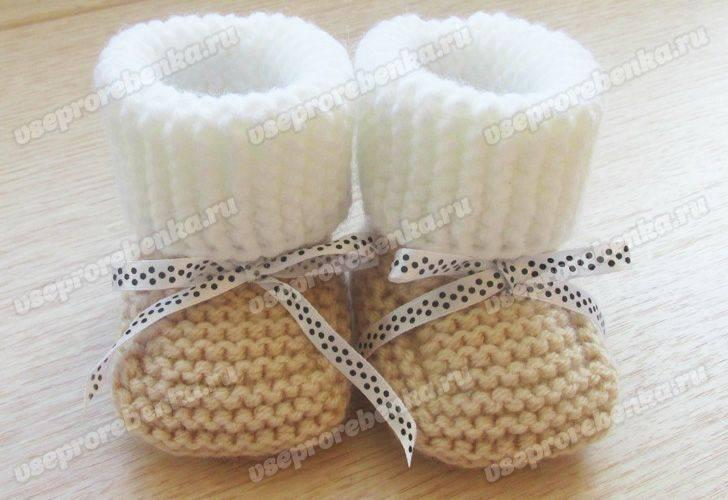 Как связать красивые пинетки спицами для новорожденных