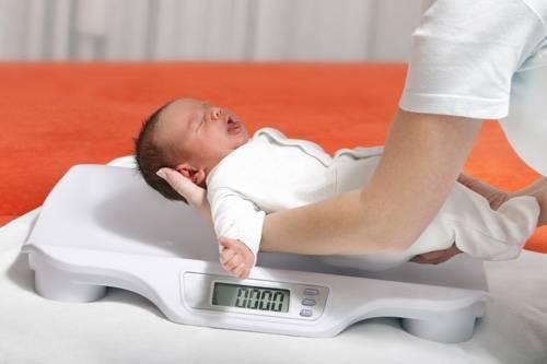 Грудничок плохо набирает вес: что делать, нормы веса для грудничков, таблицы воз