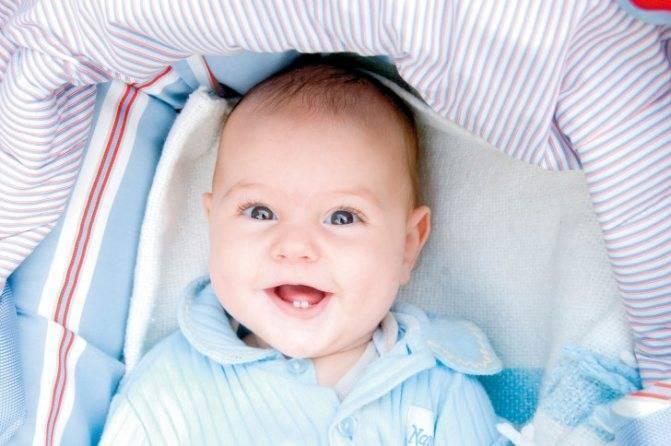 Во сколько месяцев обычно режутся зубки у мальчиков