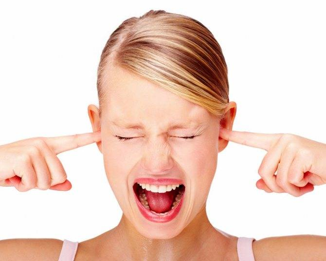 У ребенка закладывает уши: причины, что делать, чем лечить при простуде
