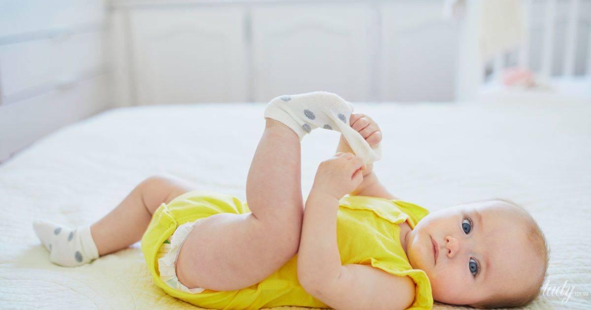 Месячный ребенок срыгивает творожком. творожистые срыгивания у грудничков – причины возникновения. как помочь малышу