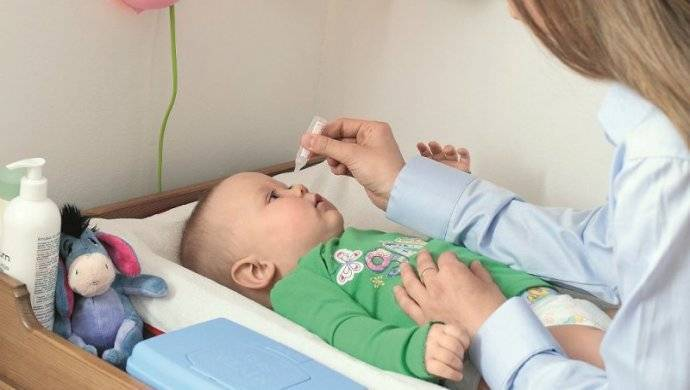 Как закапать капли в глаза ребенку без нервов и слез?