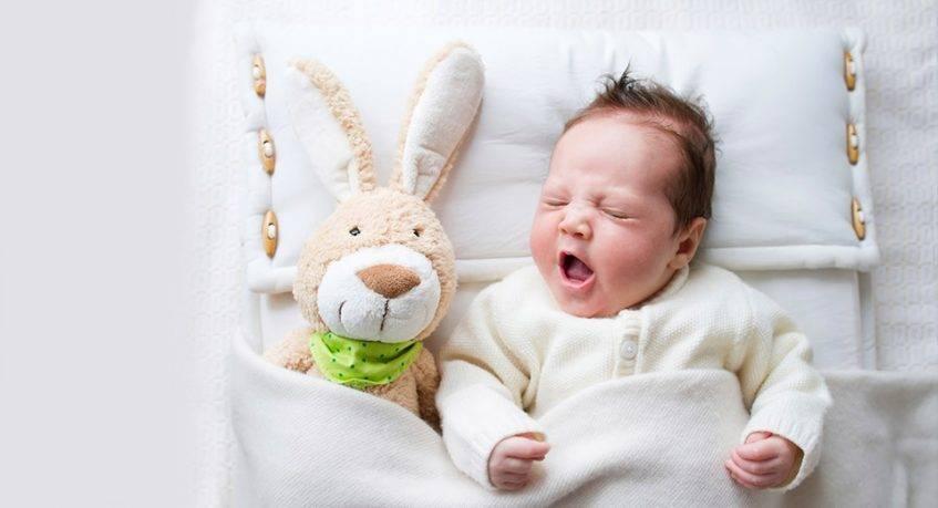 Сколько должен длиться сон ребенка  в 1 месяц и как его правильно организовать