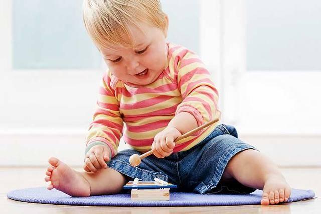 Ребенок начинает сидеть - когда, какая норма, как правильно садить