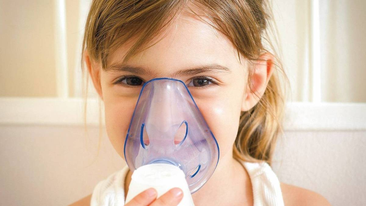 Что вы не знали об ингаляциях с физраствором при сухом кашле у взрослых и детей
