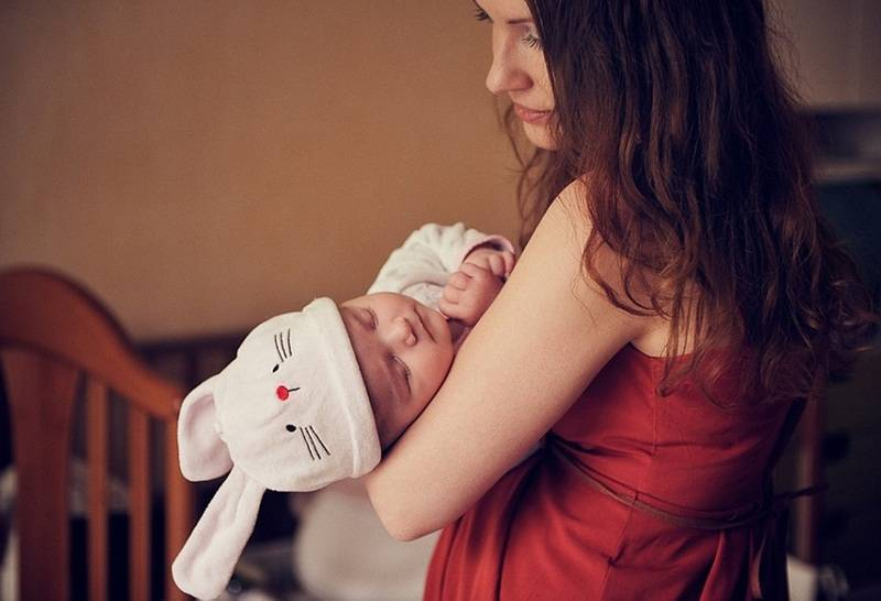 Как укачать новорожденного ребенка спать