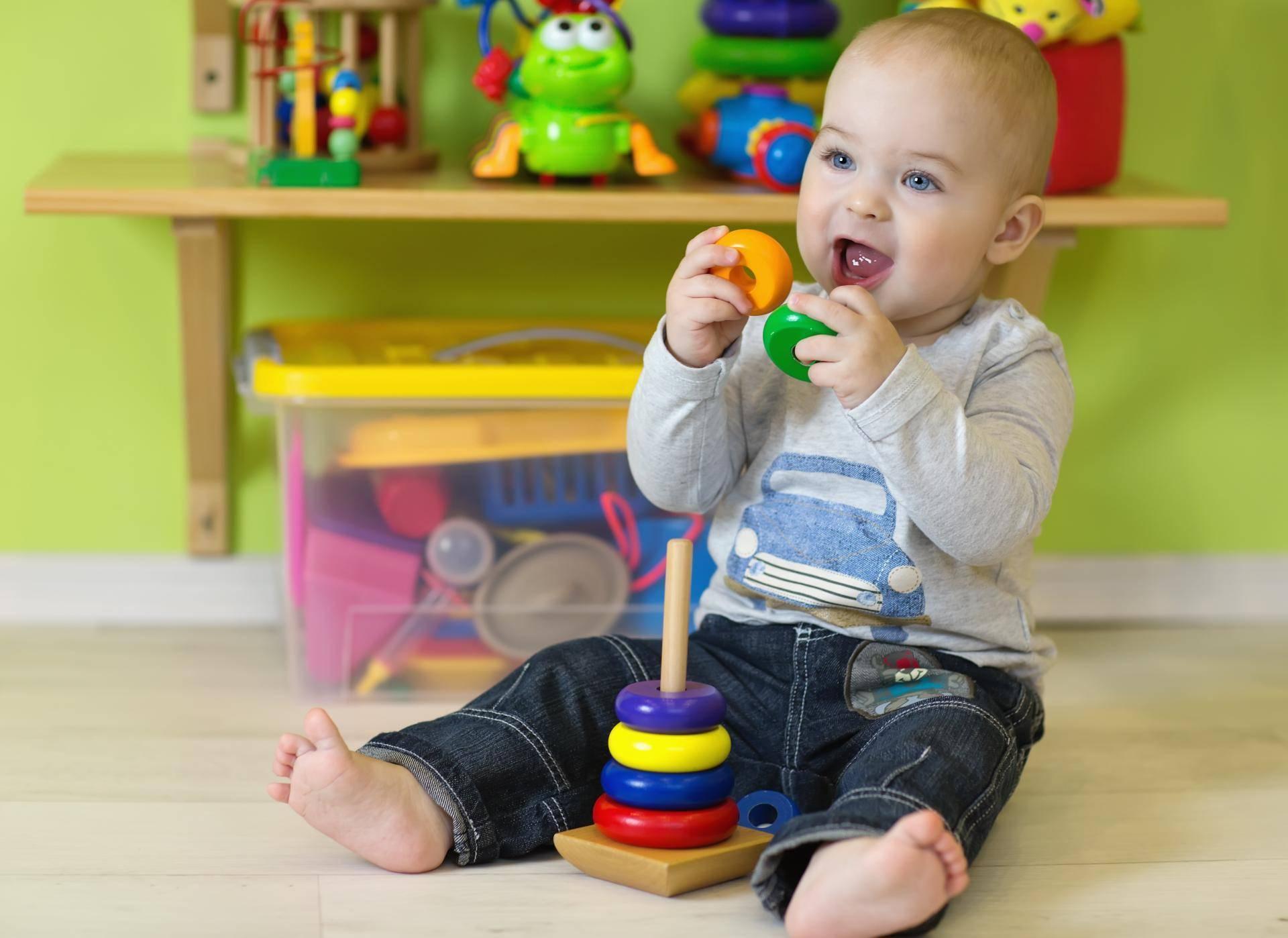 Игры на развитие мелкой моторики с ребенком от 1 года. часть 1 | жили-были