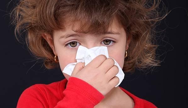 Почему долго не проходит насморк у детей: как правильно лечить