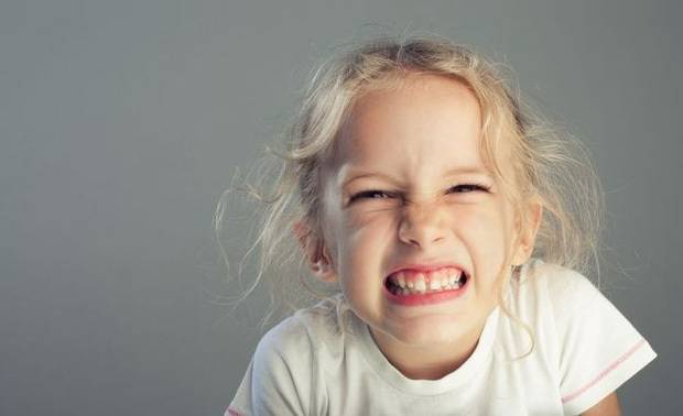 Скрипы зубами во сне у ребенка