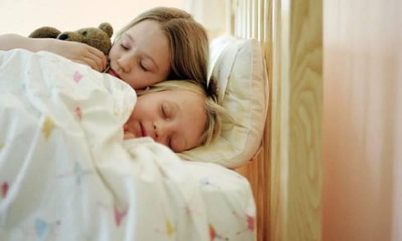 Если годовалый малыш часто просыпается ночью